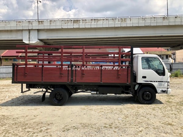 Isuzu npr70p wooden cargo 17 feet supply