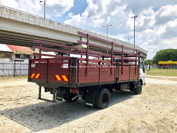 Isuzu npr70p wooden cargo 17 feet shop