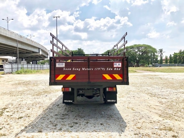Isuzu npr70p wooden cargo 17 feet back view