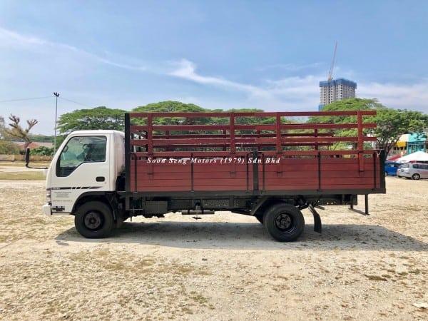 Isuzu npr70p wooden cargo 17 feet kelantan