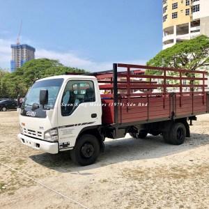 Isuzu npr70p wooden cargo 17 feet soon seng