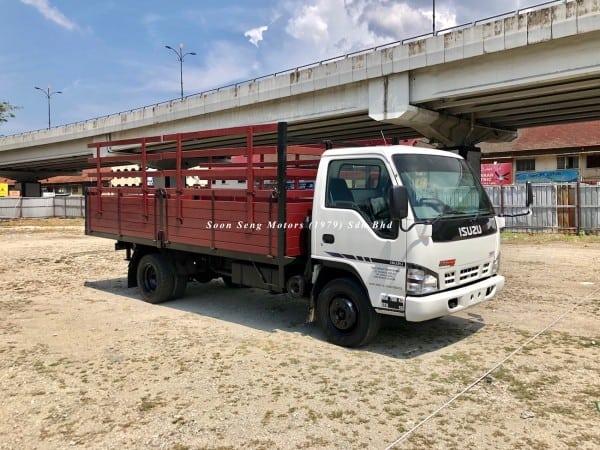 Isuzu npr70p wooden cargo 17 feet recon