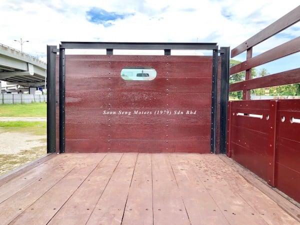 Isuzu NLR77UEE-Wooden Cargo rebuild