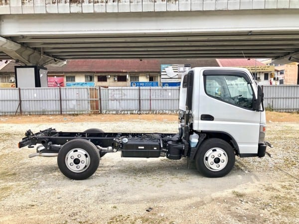 Fuso FE71PE chassis side view