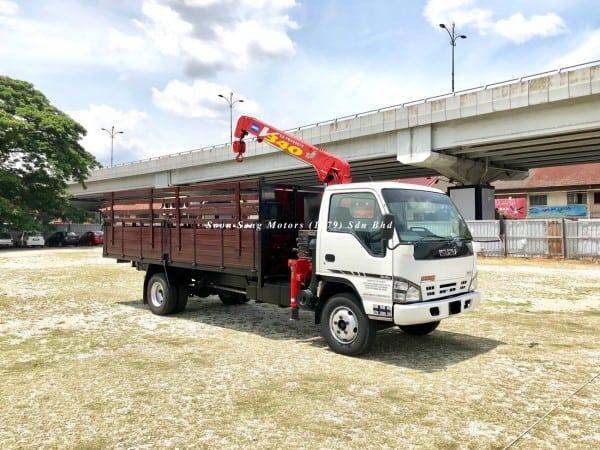 Isuzu Crane Truck_Unic V340 Crane side view