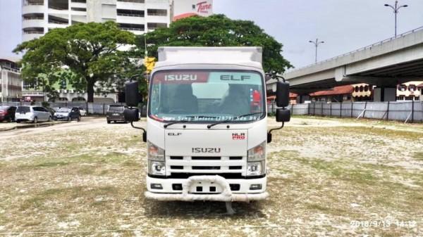 Isuzu NLR77 Fiber Box Van 10 Feet