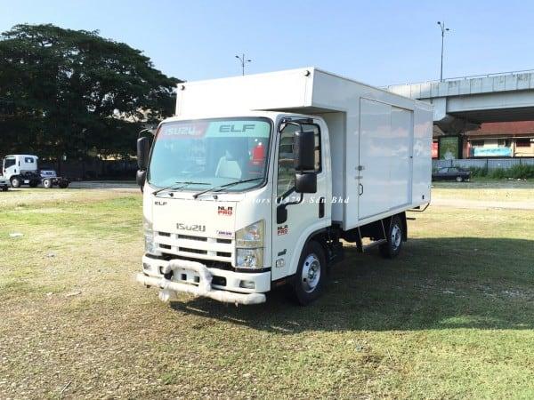 Isuzu NLR77 ubs-Luton Fiber Box Van front