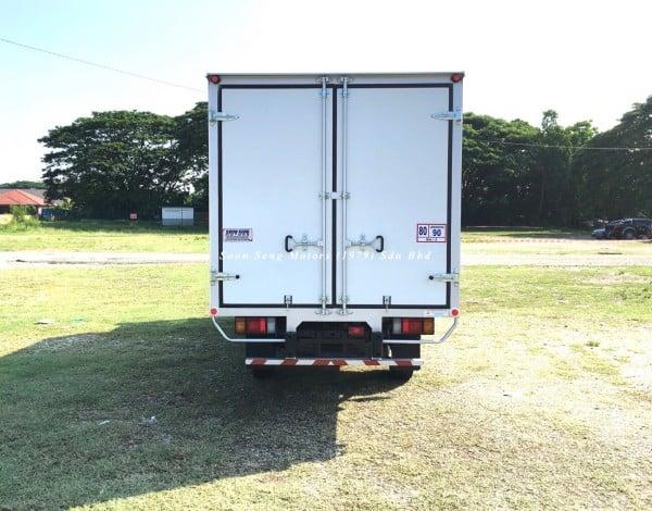 Isuzu NLR77 ubs-Luton Fiber Box Van back