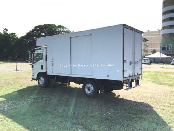 Isuzu NLR77 ubs-Luton Fiber Box Van side