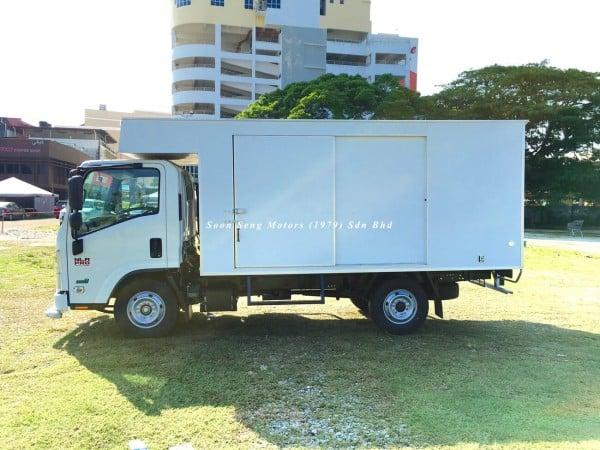 Isuzu NLR77 ubs-Luton Fiber Box Van