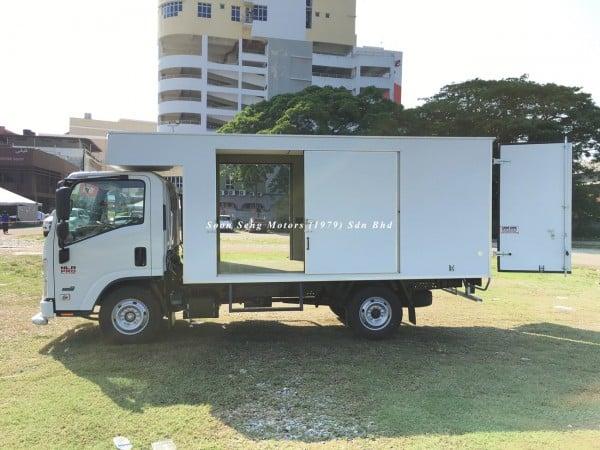 Isuzu NLR77 ubs-Luton Fiber Box Van company