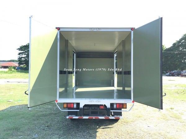 Isuzu NLR77 ubs-Luton Fiber Box Van inside