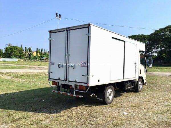 Isuzu NLR77 ubs-Luton Fiber Box Van soon seng