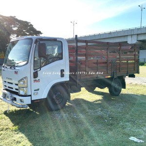 Isuzu NLR77UEE UBS-Wooden Cargo 13 feet side