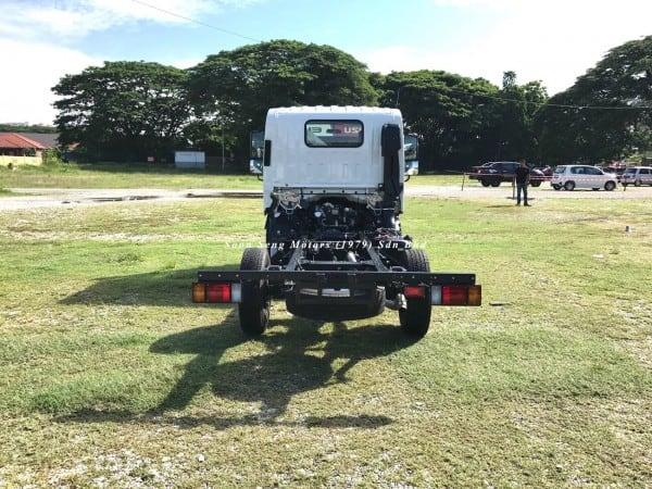 Isuzu NLR77UEE chassis