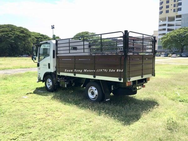 Isuzu NLR77UEE_wooden cargo 10 feet black