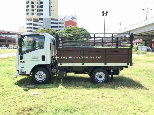 Isuzu NLR77UEE_wooden cargo 10 feet lorry
