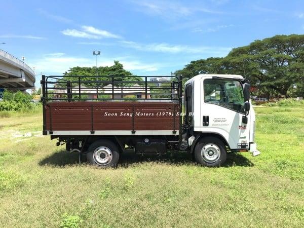 Isuzu NLR77UEE_wooden cargo 10 feet distributor
