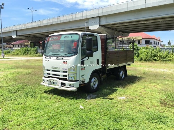 Isuzu NLR77UEE_wooden cargo 10 feet shop