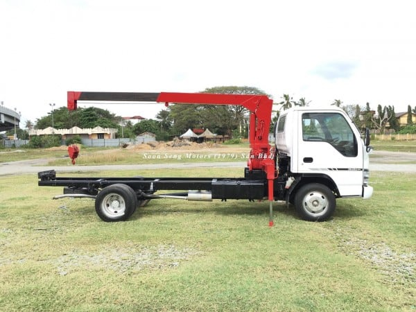 Isuzu NPR66P Crane Truck-Tadano TM20-ZH side view