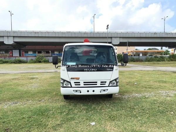 Isuzu NPR66P Crane Truck-Tadano TM20-ZH front view