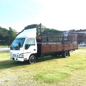 Isuzu NPR66P_Wooden Cargo 20 feet front