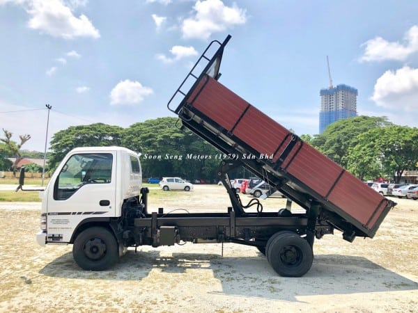 Isuzu NPR70L Wooden Tipper side view
