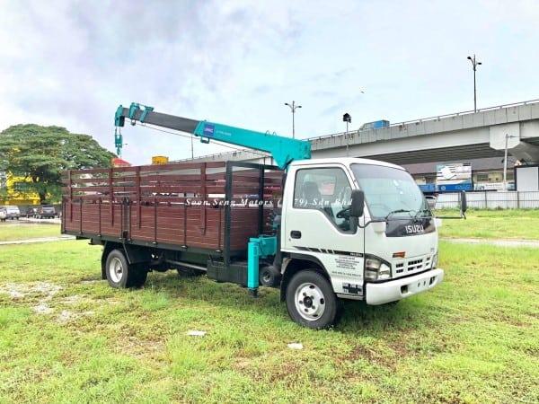 Isuzu NPR70P Crane Truck_Unic 280 Crane